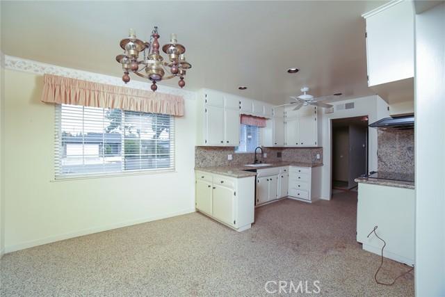 6324 N Bond Street, Fresno CA: http://media.crmls.org/medias/393b2355-449b-4e27-8542-4973ac67a2a9.jpg