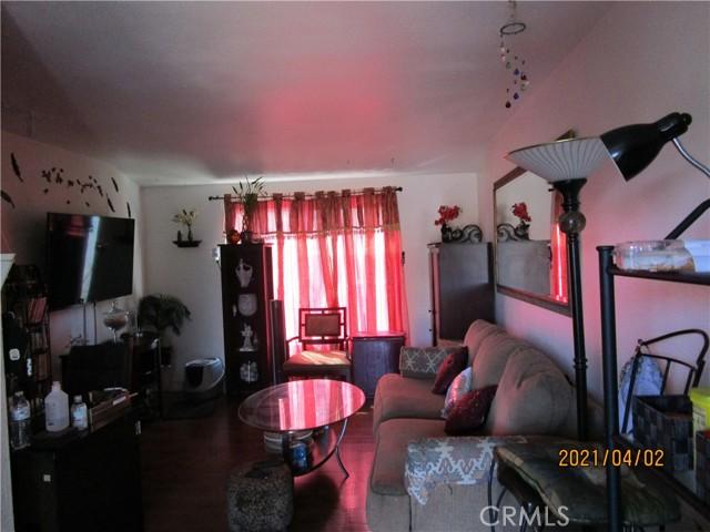 611 S Orange Avenue, Santa Ana CA: http://media.crmls.org/medias/39453b12-0672-4709-9a6a-3e07d9f80dca.jpg