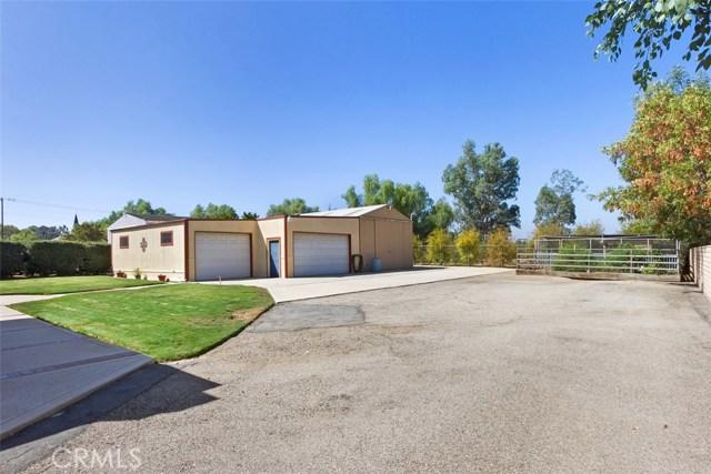 16275 Porter Avenue, Riverside CA: http://media.crmls.org/medias/39490c5b-0e8d-4c5b-8dd7-3a15ce16f73f.jpg