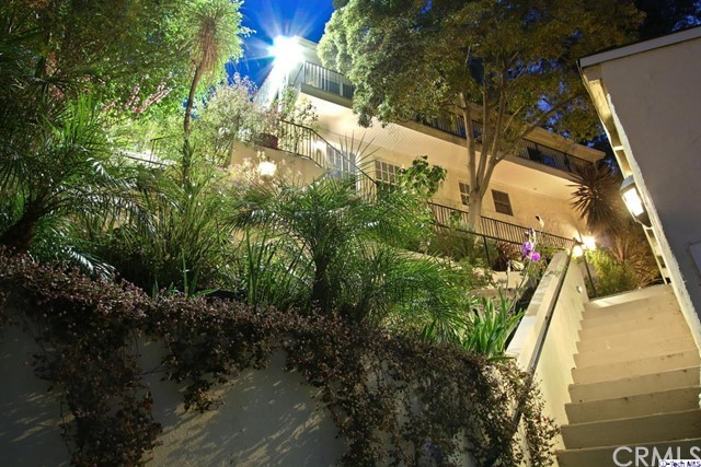 9807 Portola Drive, Beverly Hills CA: http://media.crmls.org/medias/3958447b-353b-4e24-812f-e1a6627f1e60.jpg
