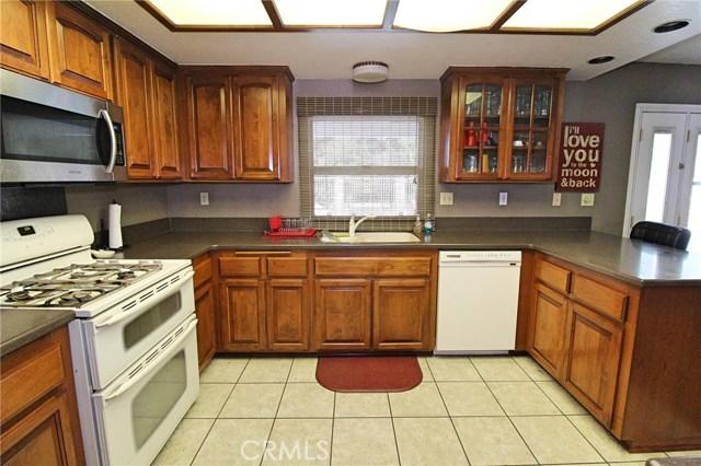 13385 Alta Vista Drive, Victorville CA: http://media.crmls.org/medias/39686995-7052-4955-bd7f-1ba44dbb2037.jpg