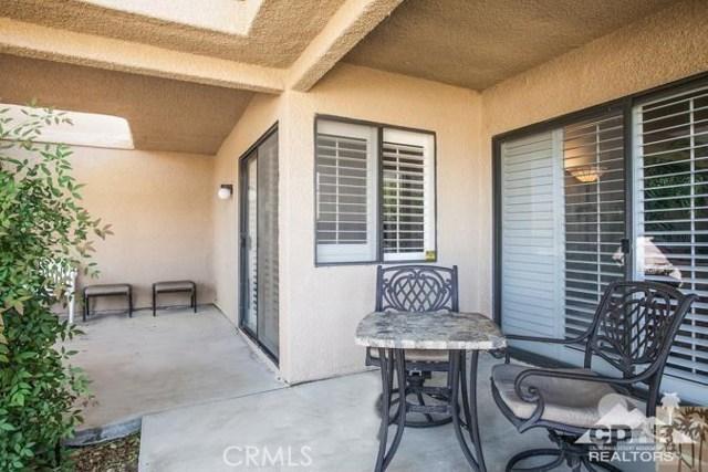 72384 Ridgecrest Lane, Palm Desert CA: http://media.crmls.org/medias/397fd5d0-6c93-4ddb-b086-1db7fb8a852c.jpg
