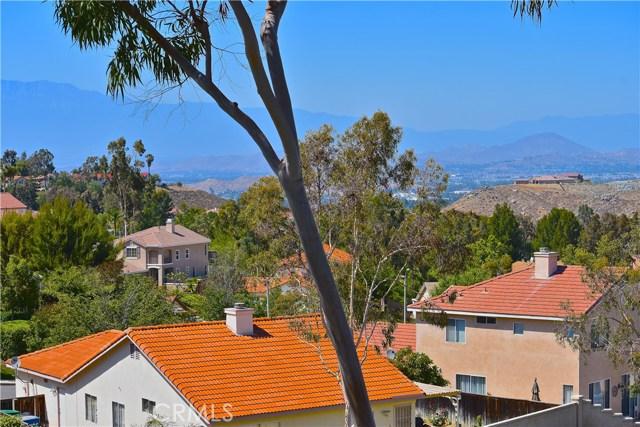 17852 Spring Hill Way, Riverside CA: http://media.crmls.org/medias/398064df-17b0-4dfd-b184-d1e6d1e641ba.jpg