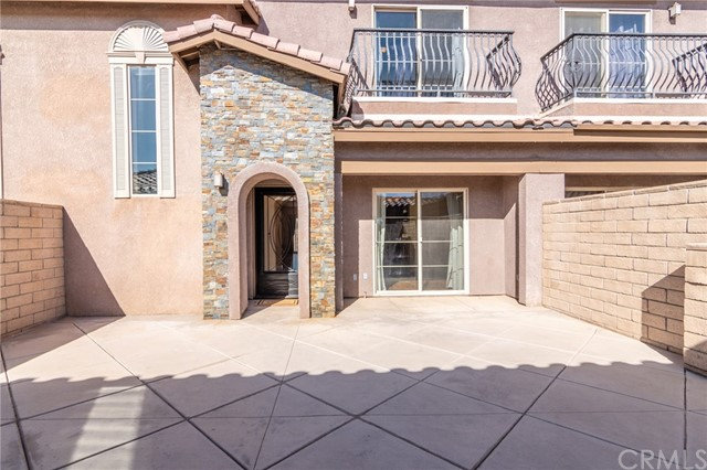 14176 Kiowa Road, Apple Valley CA: http://media.crmls.org/medias/39860d8d-a35c-4c66-b97c-0c5a00620dbd.jpg