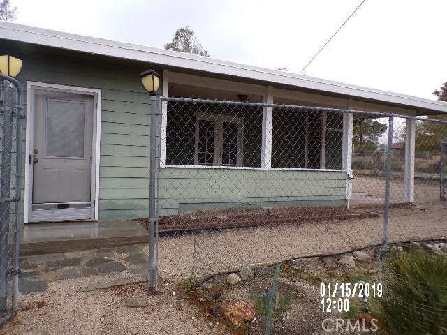 10766 San Jacinto Street, Morongo Valley CA: http://media.crmls.org/medias/3988b1c9-bdbb-40be-b51a-6c0beb5827d7.jpg