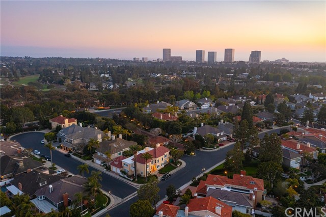 17 Rockingham Drive, Newport Beach CA: http://media.crmls.org/medias/39b91b71-68c4-47e2-bf83-dc9efff81da8.jpg