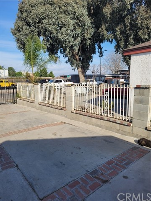 808 E 111th Drive, Los Angeles CA: http://media.crmls.org/medias/39d8d7f3-71a3-4aad-8b54-37ac4d99f9fa.jpg