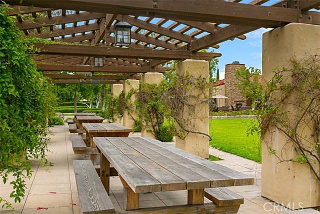 40 Secret Garden, Irvine CA: http://media.crmls.org/medias/39f26c6f-1581-4f34-8aff-be998e65cf2c.jpg