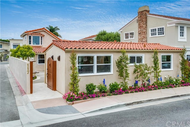 Single Family Home for Sale at 117 Via Havre St Newport Beach, California 92663 United States