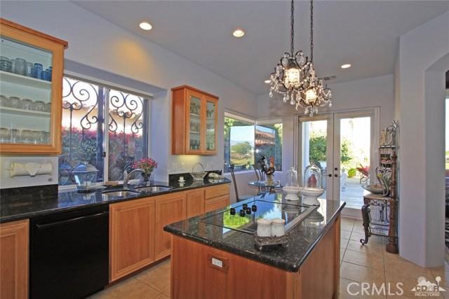 104 Loch Lomond Road, Rancho Mirage CA: http://media.crmls.org/medias/3a352465-8600-4d77-8829-b5824453b028.jpg