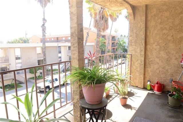 3511 Elm Avenue, Long Beach CA: http://media.crmls.org/medias/3a566c60-2236-49ef-8c7c-633f46aff6c1.jpg