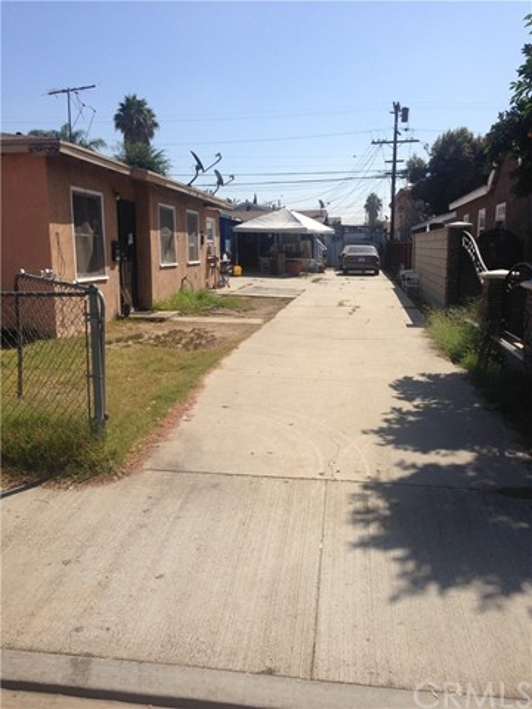 720 School Avenue, East Los Angeles CA: http://media.crmls.org/medias/3a6b9ef7-b7e8-48d8-899f-bafb74b03eff.jpg