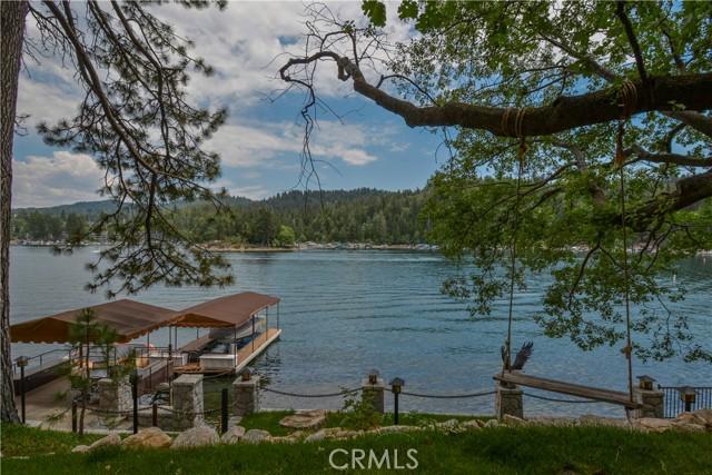 27433 N Bay Road, Lake Arrowhead CA: http://media.crmls.org/medias/3a70e7f2-6355-4501-820b-668ed5a0fb3c.jpg