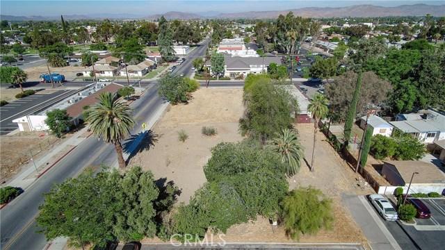 920 E Latham Avenue, Hemet CA: http://media.crmls.org/medias/3a8d68e8-4f01-4270-b2bd-9611df301f5d.jpg