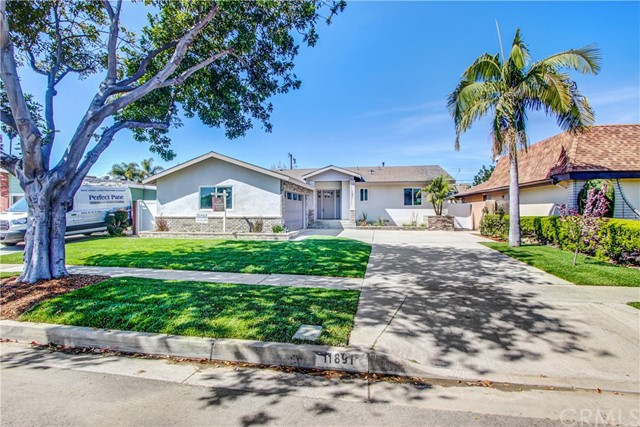 Single Family Home for Sale at 11891 Pine Street Los Alamitos, California 90720 United States