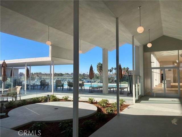 305 N Jade Cove, Long Beach CA: http://media.crmls.org/medias/3b211dee-a0c3-448d-9166-2d8e679ff1ba.jpg