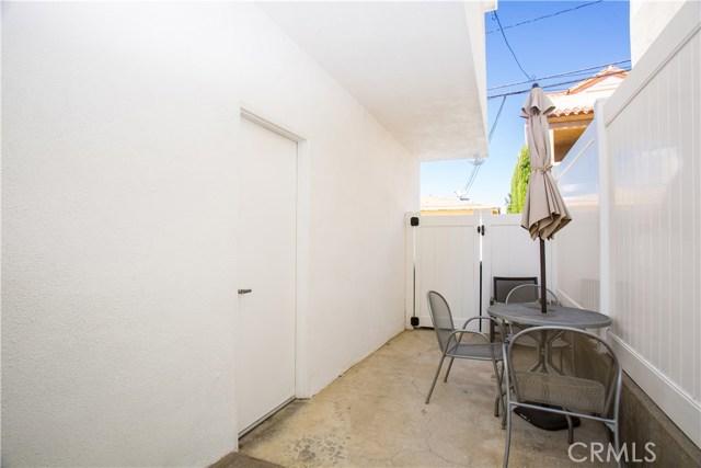 515 1/4 Larkspur Avenue, Corona del Mar CA: http://media.crmls.org/medias/3b3010c1-3d22-45ba-86a8-c9a20aa4cc19.jpg