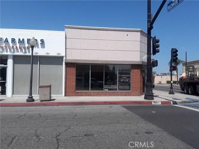 16801 Bellflower Boulevard, Bellflower CA: http://media.crmls.org/medias/3b4ac165-b567-4327-b295-afb2e3e759fe.jpg