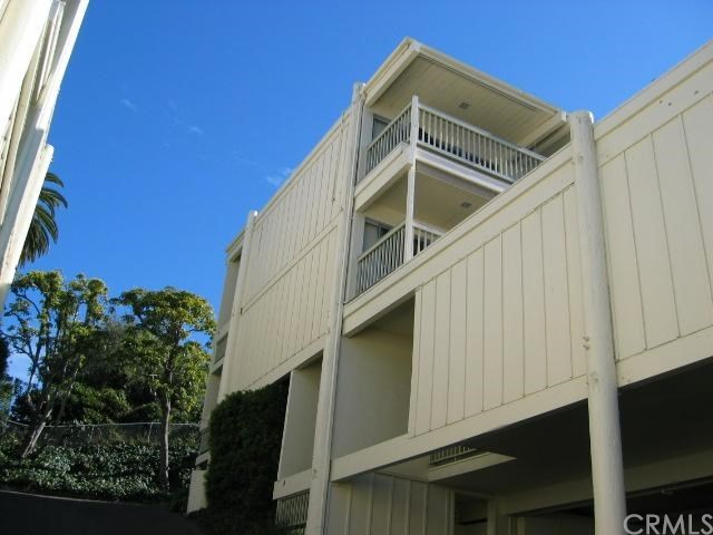 404 Loma Terrace, Laguna Beach CA: http://media.crmls.org/medias/3b72ad32-0b44-4a74-ba1f-476cb0730c05.jpg