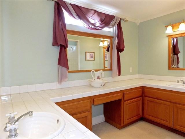 5943 Eastbrook Avenue, Lakewood CA: http://media.crmls.org/medias/3b847301-f5f2-4edb-b70c-90ea689ad94d.jpg