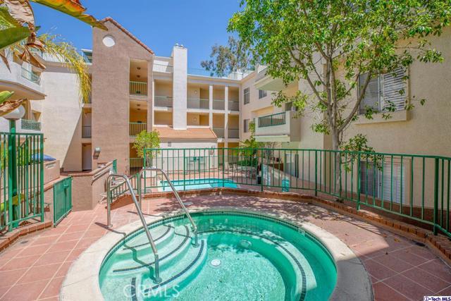 5420 Sylmar Avenue, Sherman Oaks CA: http://media.crmls.org/medias/3b8f3aaf-9fe9-46d3-aab4-464335983cb9.jpg
