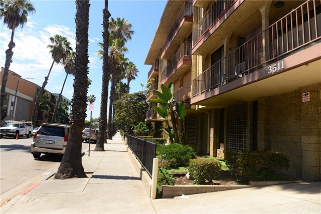 3511 Elm Avenue, Long Beach CA: http://media.crmls.org/medias/3b9a6877-8e6c-4b39-b5d6-1647cf83dcd3.jpg