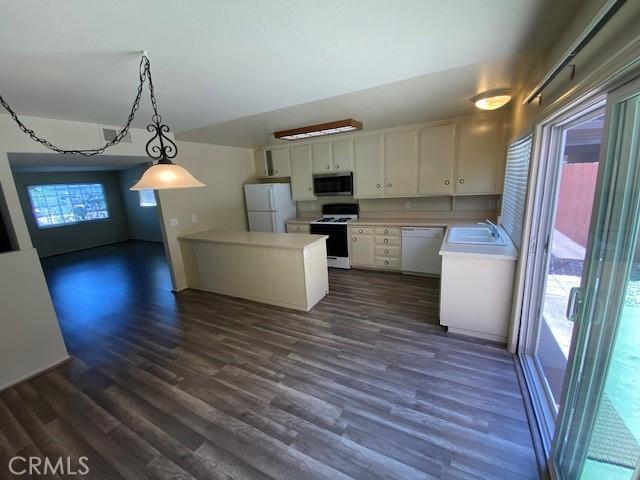 335 Woodland Place, Costa Mesa CA: http://media.crmls.org/medias/3bd3ecd1-1346-4602-b402-e57225d69bea.jpg