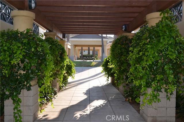 32 Santa Victoria Aisle, Irvine CA: http://media.crmls.org/medias/3beea4fa-d2dd-4039-b752-b20764ca864a.jpg