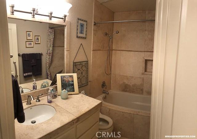 420 Lake Street, Huntington Beach CA: http://media.crmls.org/medias/3c040da5-a4a0-4298-af98-b6f8fd87c1ee.jpg