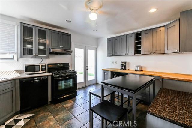 425 W Knepp Avenue, Fullerton CA: http://media.crmls.org/medias/3c2e2d7f-777f-4d5f-b26b-026e8a491092.jpg
