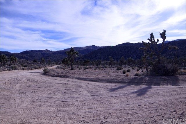 45446 Burns Canyon Road, Pioneertown CA: http://media.crmls.org/medias/3c2f69a7-c60b-4d1c-a9df-2e010eed17d5.jpg