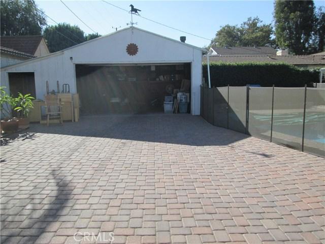 1310 W Morningside Drive, Burbank CA: http://media.crmls.org/medias/3c665aa5-b0e1-490a-968c-dcafc55cad36.jpg