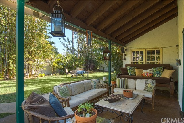 1817 Tustin Avenue Costa Mesa, CA 92627 is listed for sale as MLS Listing LG17276753
