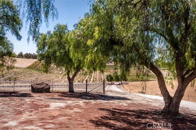 6260 Independence Ranch Lane, San Miguel CA: http://media.crmls.org/medias/3c6f12aa-70bd-431b-b9e0-bc8882608785.jpg