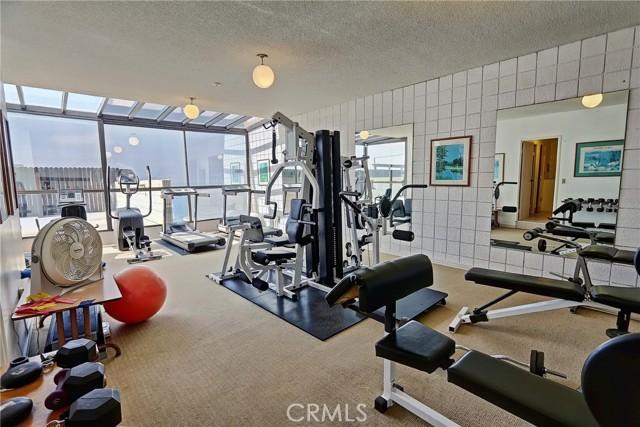 531 Esplanade, Redondo Beach CA: http://media.crmls.org/medias/3c85fbf5-8969-46d4-98a1-d0b1c725c37e.jpg