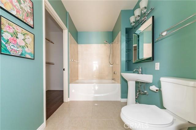 388 E Ocean Boulevard, Long Beach CA: http://media.crmls.org/medias/3c89ff56-5c28-4d3e-b6c4-1932a980ccb0.jpg