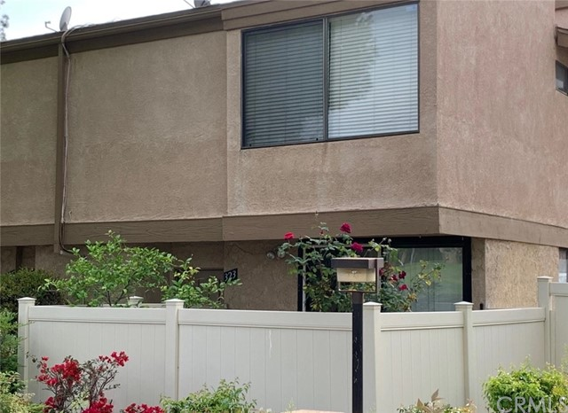 Detail Gallery Image 1 of 17 For 323 S Sentous Ave, West Covina,  CA 91792 - 3 Beds | 2/1 Baths