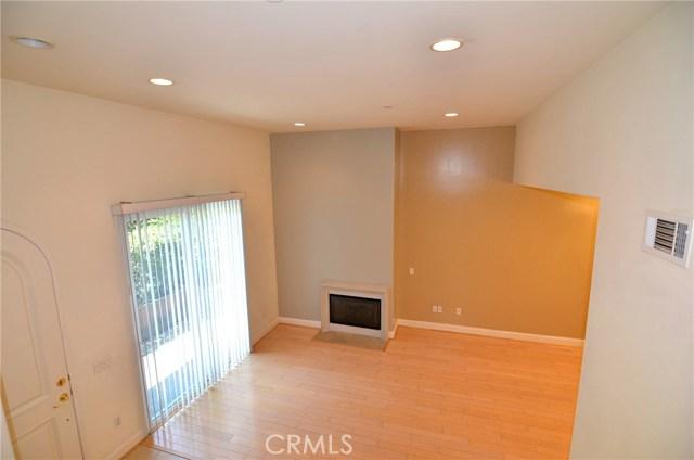 212 S Chester Avenue, Pasadena CA: http://media.crmls.org/medias/3cb8e706-2da7-4015-ae11-0d02085fe62f.jpg