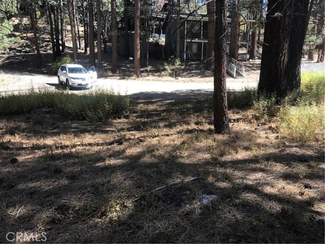 613 Rose Hill Drive, Big Bear CA: http://media.crmls.org/medias/3ce297c4-74b2-4414-bf6b-703f4a04c1f0.jpg
