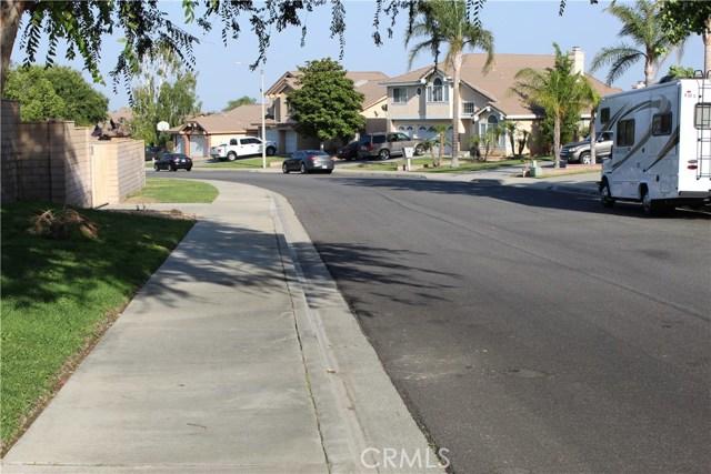 3669 N Live Oak Avenue, Rialto CA: http://media.crmls.org/medias/3d0cc134-c555-4910-829c-fa9bee0366f5.jpg