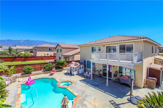 1415 White Cloud Lane, Beaumont CA: http://media.crmls.org/medias/3d0f6255-d61e-47b6-9a9d-d492cbc29d68.jpg