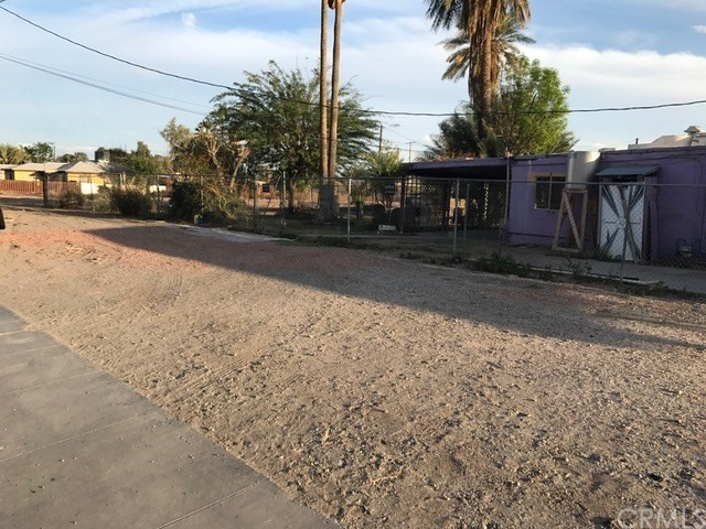 286 N Carlton Avenue, Blythe CA: http://media.crmls.org/medias/3d0f67fc-6caf-4492-b9d0-817e080c49d3.jpg