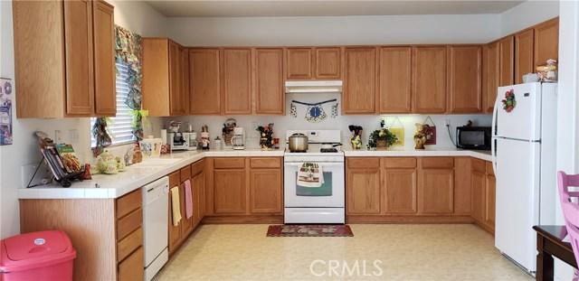 13223 La Crescenta Avenue, Oak Hills CA: http://media.crmls.org/medias/3d6d8fae-cd0e-4d22-a9b3-010be3c2189e.jpg