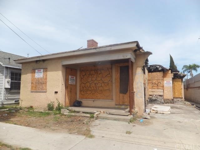 ***SINGLE FAMILY IN COMPTON*** Originally a 2 bedroom/ 2 bathroom home with a 1-car attached garage. 3,443 SF CORH zoned lot. This home has suffered EXTENSIVE FIRE DAMAGE!!! **INVESTOR'S DELIGHT!!!*** DON'T MISS THIS OPPORTUNITY!!!***