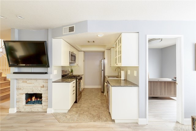 4005 165th Street, Lawndale, California 90260, 2 Bedrooms Bedrooms, ,2 BathroomsBathrooms,Townhouse,For Sale,165th,SB19244554