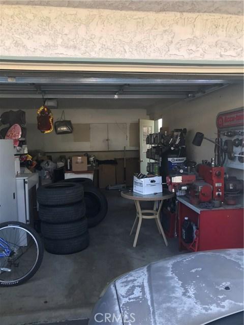859 W 13th Street, Azusa CA: http://media.crmls.org/medias/3daf25ae-dd27-4c8f-8a5c-8ef87a7a2ad2.jpg