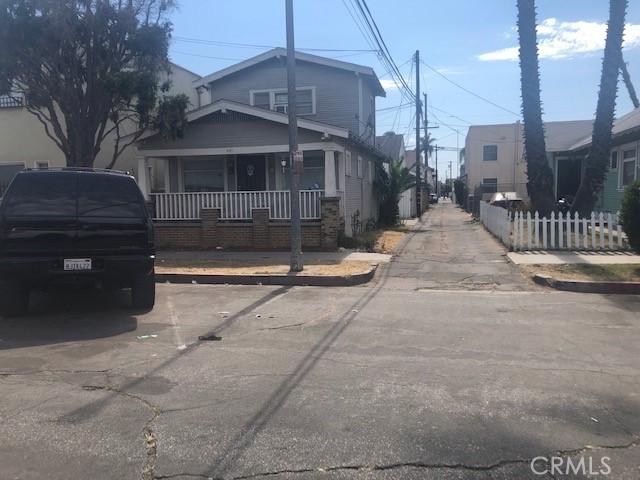 621 Lime Avenue, Long Beach CA: http://media.crmls.org/medias/3dbf3125-d0d5-4cf8-a309-5191ed20bd84.jpg