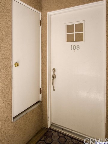 10629 Woodbridge Street, Toluca Lake CA: http://media.crmls.org/medias/3ddc8006-7614-40aa-958d-ad271c4dc391.jpg