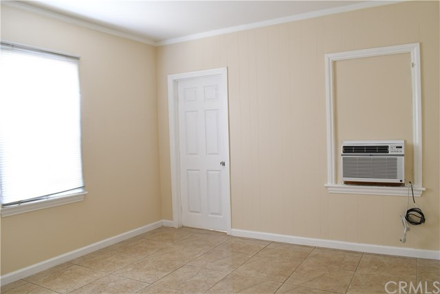 336 N Orange Avenue, Rialto CA: http://media.crmls.org/medias/3de4add2-0bb1-4a50-9ee5-b5e57a127ad4.jpg