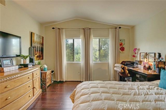 17950 Spring View Court, Riverside CA: http://media.crmls.org/medias/3de4fcab-2794-4d54-8a41-ee61998f769b.jpg